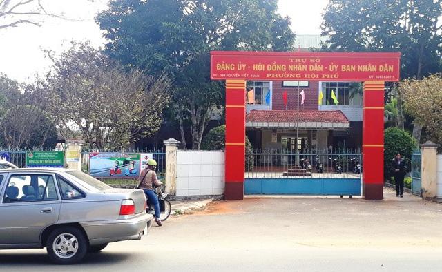 UBND phường Hội Phú (Tp. Pleiku, Gia Lai) nơi bị trộm viếng phá ba két sắt - Ảnh: H.C.Đông